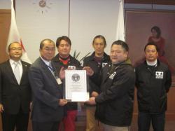 ミニ四駆世界最長コースがギネスに認定