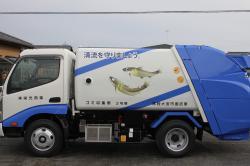 アユデザインのゴミ収集車